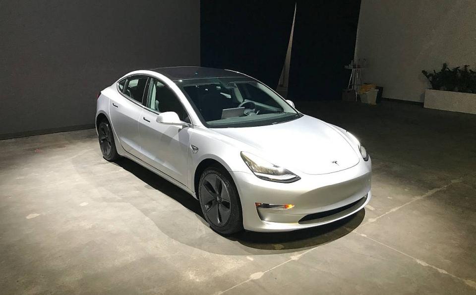 Na Sprzedaz Pierwsza Uzywana Tesla Model 3 Kup Teraz Za 543 Tysiace Zlotych Samochody Elektryczne Www Elektrowoz Pl