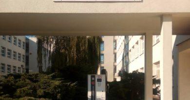 BYDGOSZCZ prze do przodu: jest nowy punkt ładowania Chademo na UTP, jest też elektryczna śmieciarka!