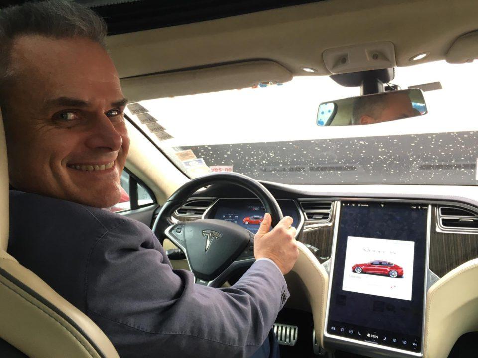 Samochód elektryczny z największym przebiegiem? Ta Tesla ...